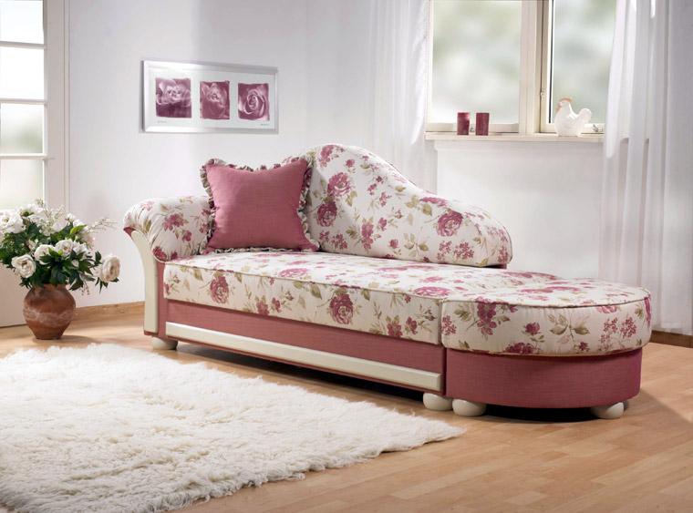 Recamiere Esens mit Stoff aus Gruppe 32 643 Pink Uni und 640 Pink Blume mit cremefarbenen Blenden und Füßen